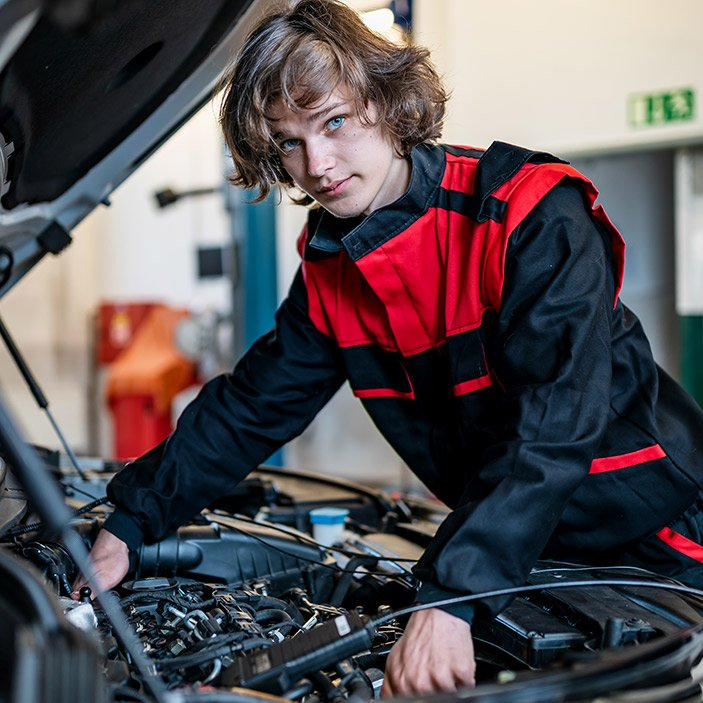 student u motoru auta