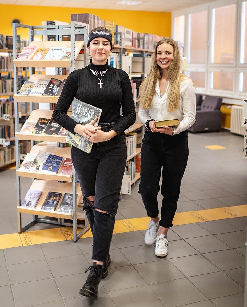 studentky v knihovně